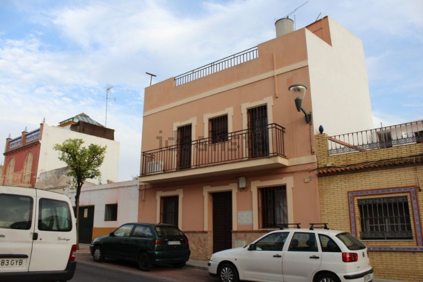 Chalet adosado en calle San José, Centro, Alcalá de Guadaira
