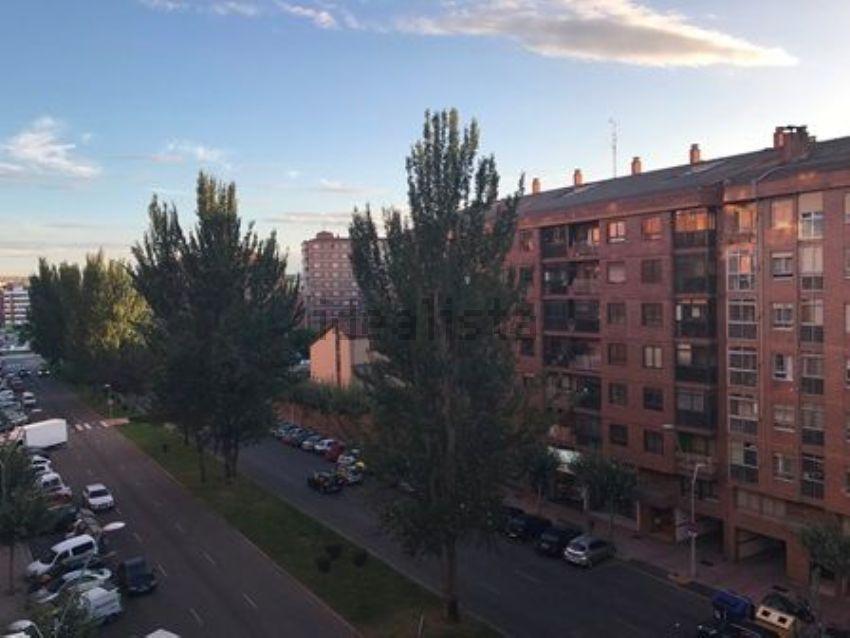 Piso en avenida Eladio Perlado, Capiscol - Gamonal, Burgos