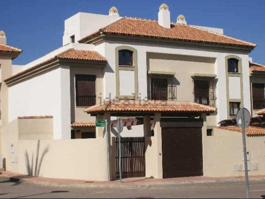 Chalet pareado en calle Miguel Ángel Martín, 4, Guillena