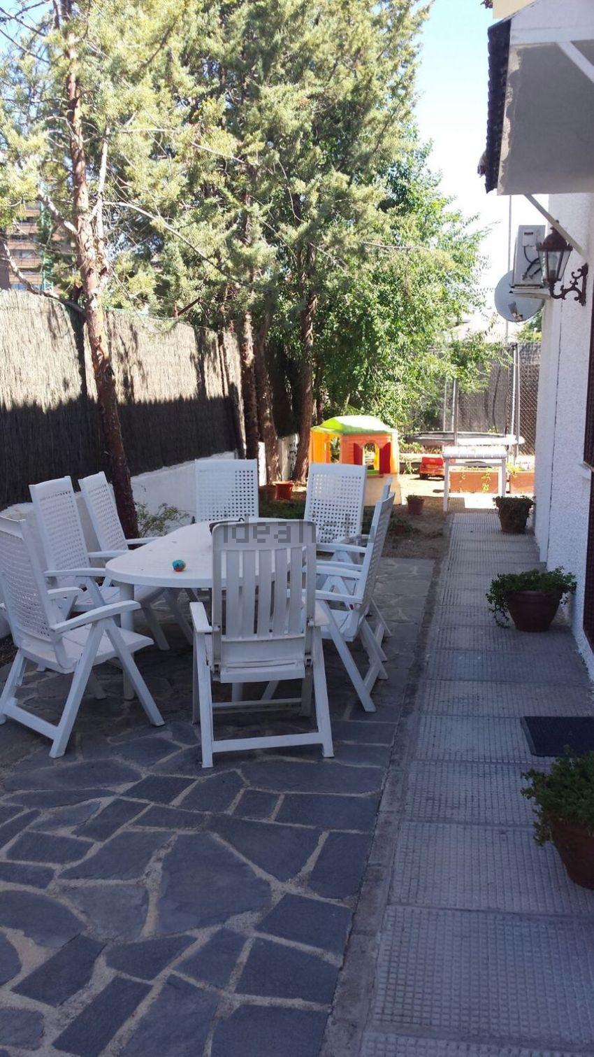 Chalet pareado en calle Pablo Gargallo, 45, Peñagrande, Madrid