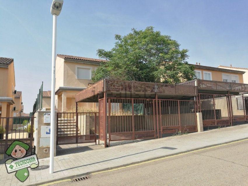 Chalet adosado en calle Alfonso Loarte, Buenavista-Valparaíso-La Legua, Toledo