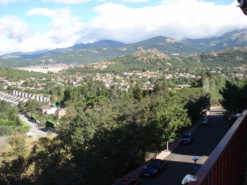 Piso en avenida del Ebro, 27, Becerril de la Sierra