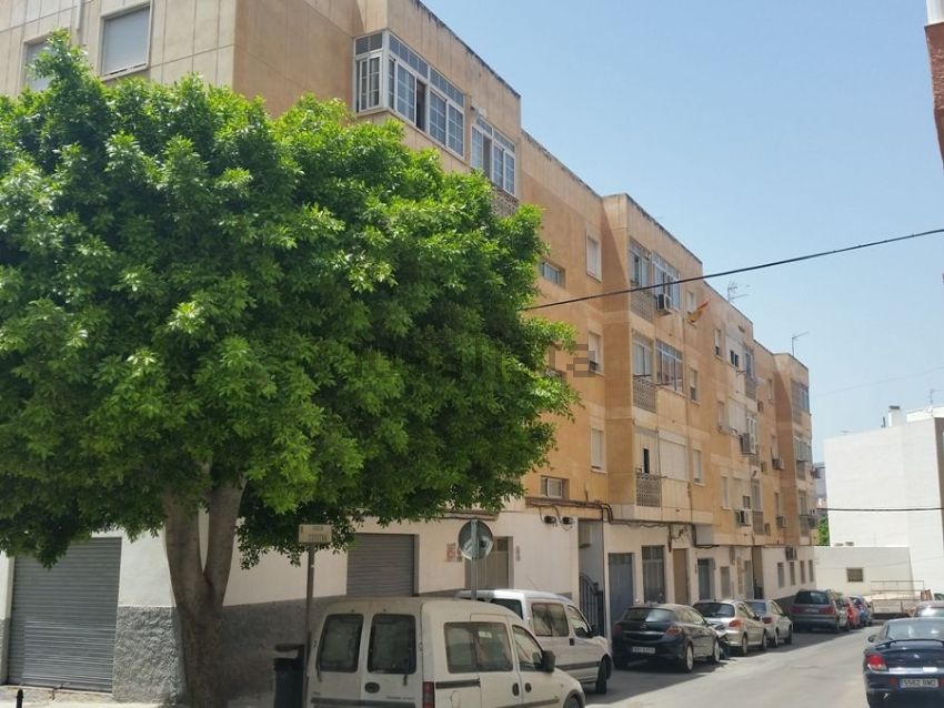 Piso en calle zurgena, Barrio San Luis - Los Molinos, Almería