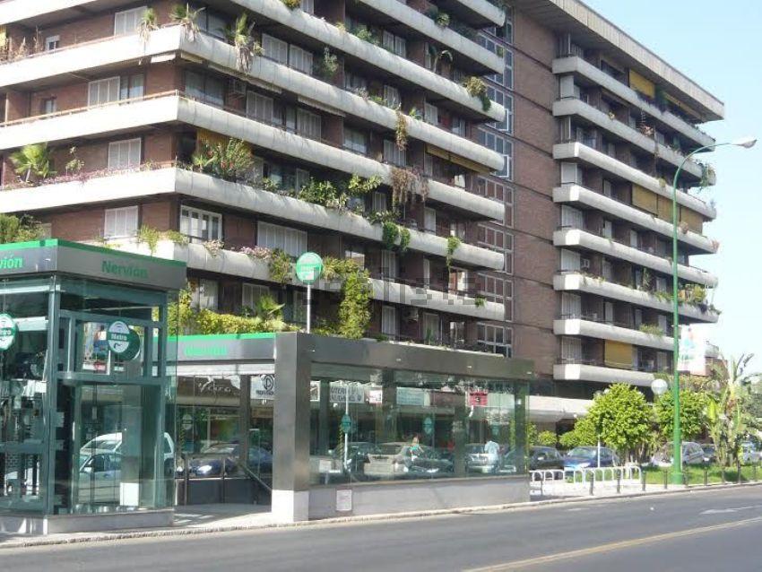 Piso en avenida Eduardo Dato, s n, San Bernardo-Buhaira-Huerta del Rey, Sevilla