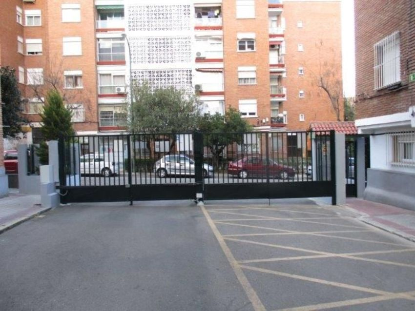 Piso en calle de Camarena, 209, Aluche, Madrid