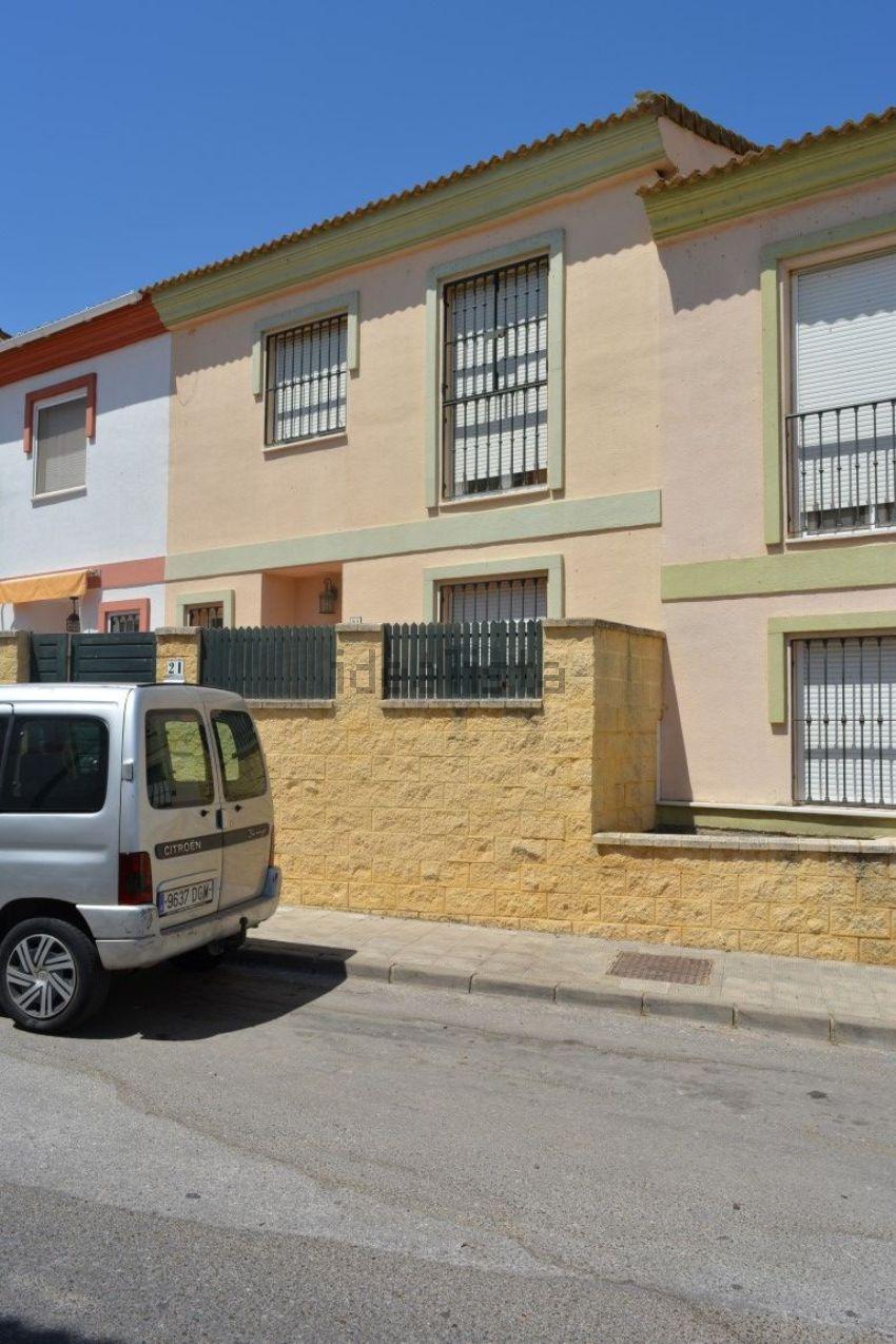 Chalet adosado en calle Palacio Real, Albaida del Aljarafe