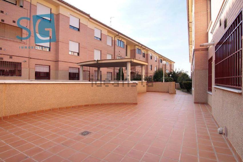 Piso en calle Luis Cernuda, Zona Ayuntamiento, Alhendin