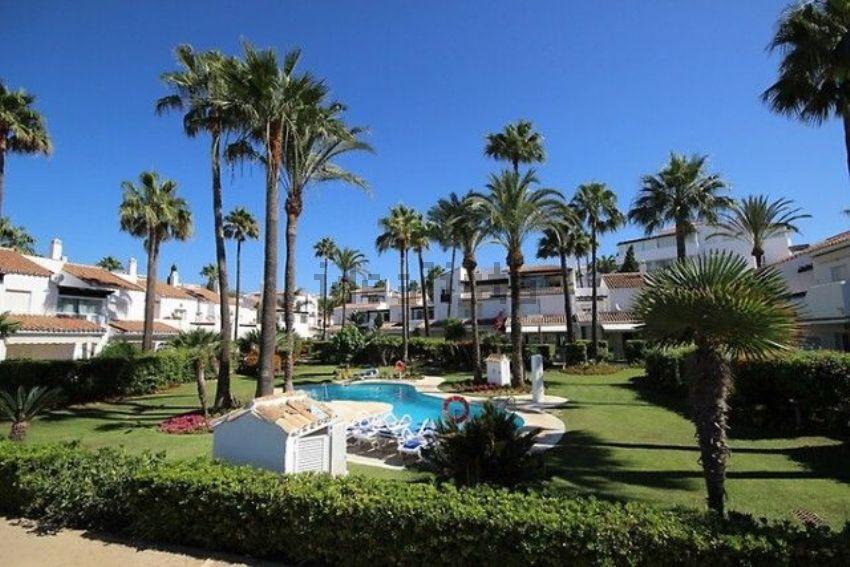 Chalet adosado en Bahía de Marbella, Marbella