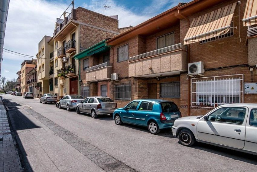 Chalet adosado en calle Castellón, Avda. de los Ojigares, Armilla