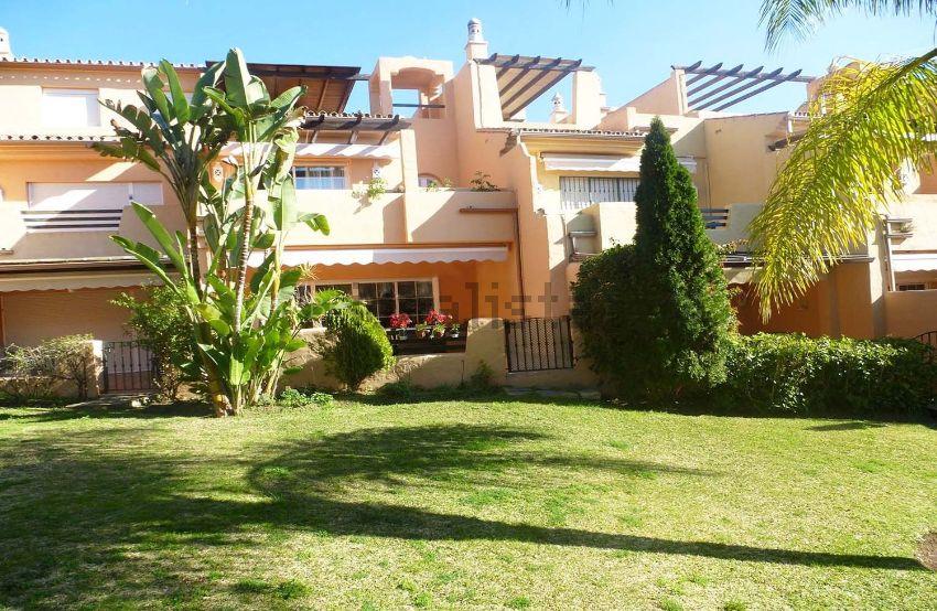 Chalet adosado en Urbanización Arroyo de las Piedras, Nagüeles, Marbella