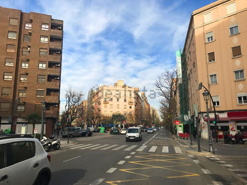 Piso en calle de l escultor josé capuz, Mont-Olivet, València
