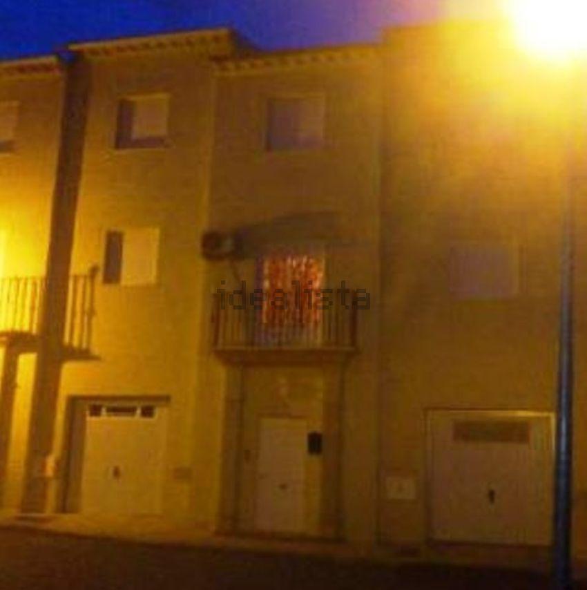 Chalet adosado en calle Amanecer Luchando, Jodar