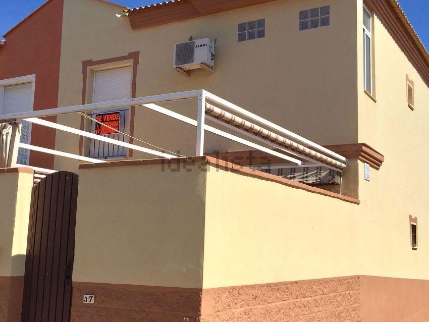 Chalet pareado en calle Trajano, 17, Olivares