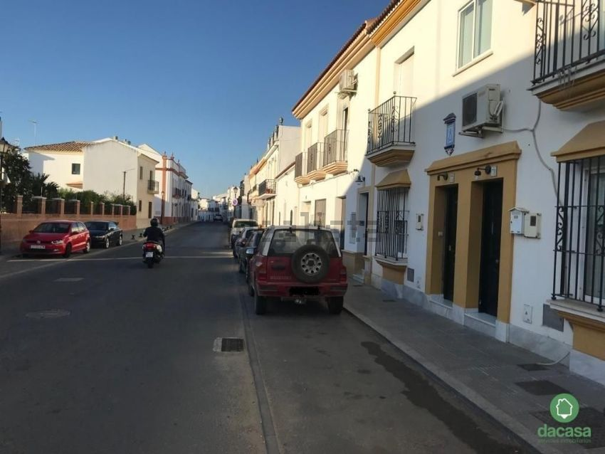 Chalet adosado en calle Moguer, Trigueros