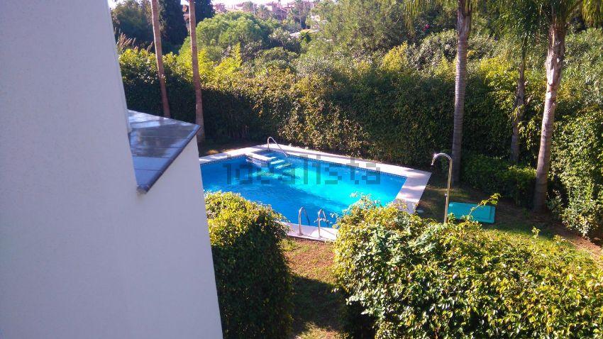 Chalet adosado en Urbanización Luna Blanca Golf, 13, Nueva Atalaya, Estepona