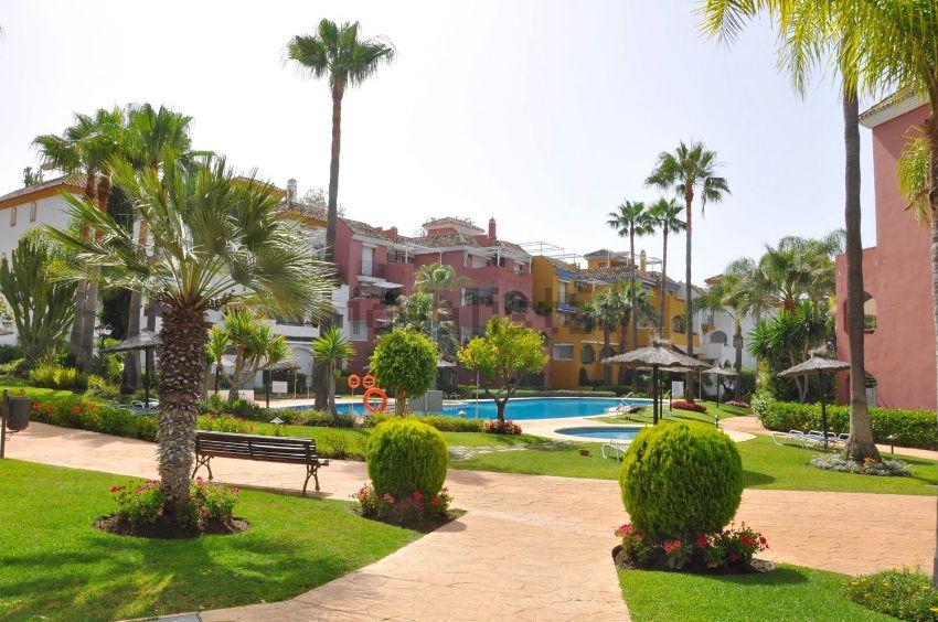 Piso en avenida Conde Rudi, La Carolina-Guadalpín, Marbella