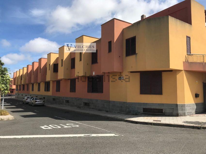Chalet pareado en calle Pino Ojeda Pintora-Poeta, Tamaraceite, Las Palmas de Gra
