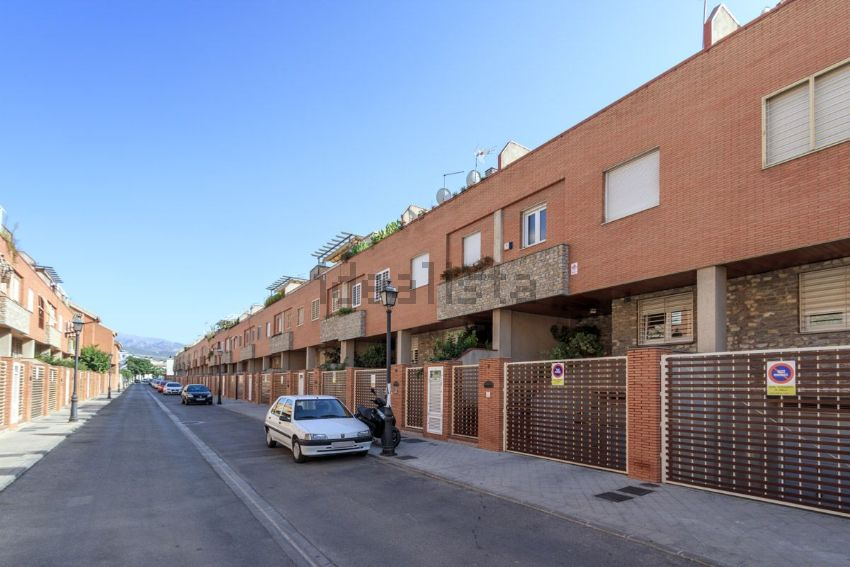 Chalet adosado en calle Pintor José del Ojo, 8, San Miguel, Armilla