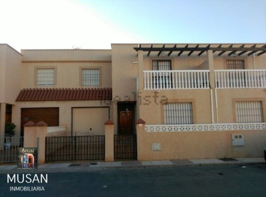 Chalet adosado en calle Laredo, 10, Roquetas Centro, Roquetas de Mar