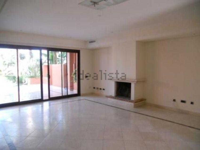 Chalet pareado en calle LA CERQUILLA, 1, Lomas de Marbella Club-Puente Romano, M