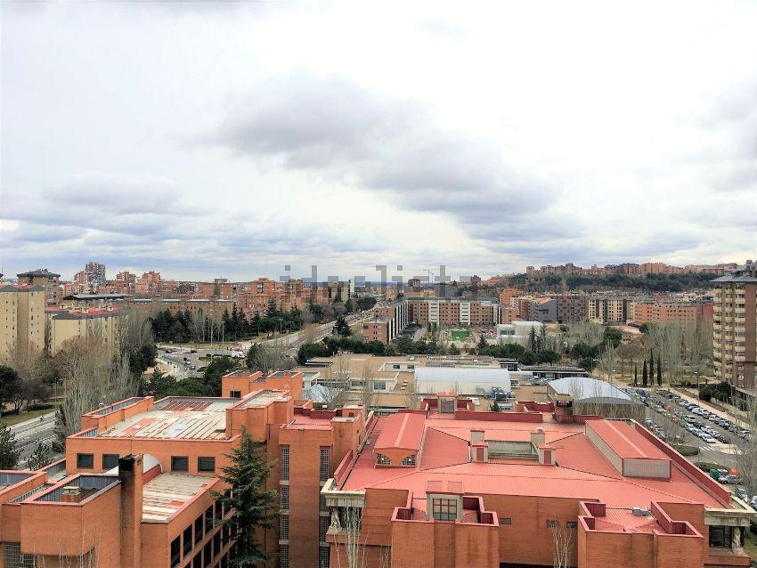 Piso en avenida de Miguel Ángel Blanco, Huerta del Rey, Valladolid