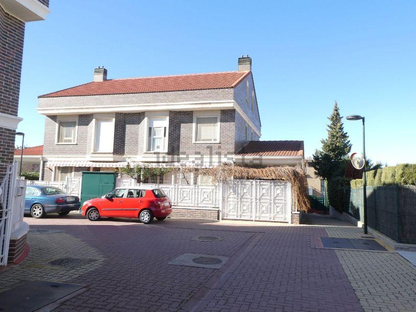 Casa o chalet independiente en avenida de la Ilustración, Montecanal-Valdesparte