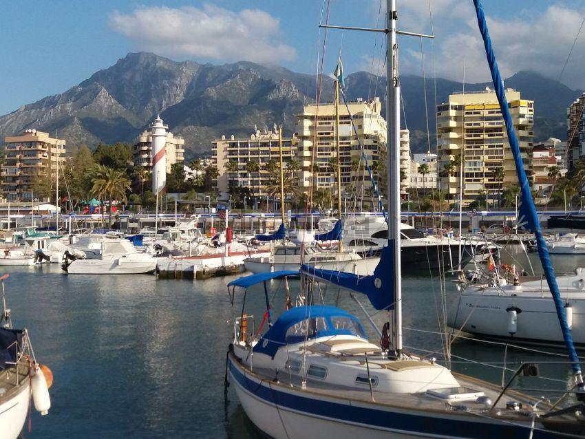 Piso en avenida Duque de Ahumada, Playa Bajadilla-Puertos, Marbella