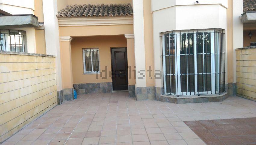 Chalet adosado en avenida Ingeniero José Luis Prats, El Arenal - La Pólvora, Dos