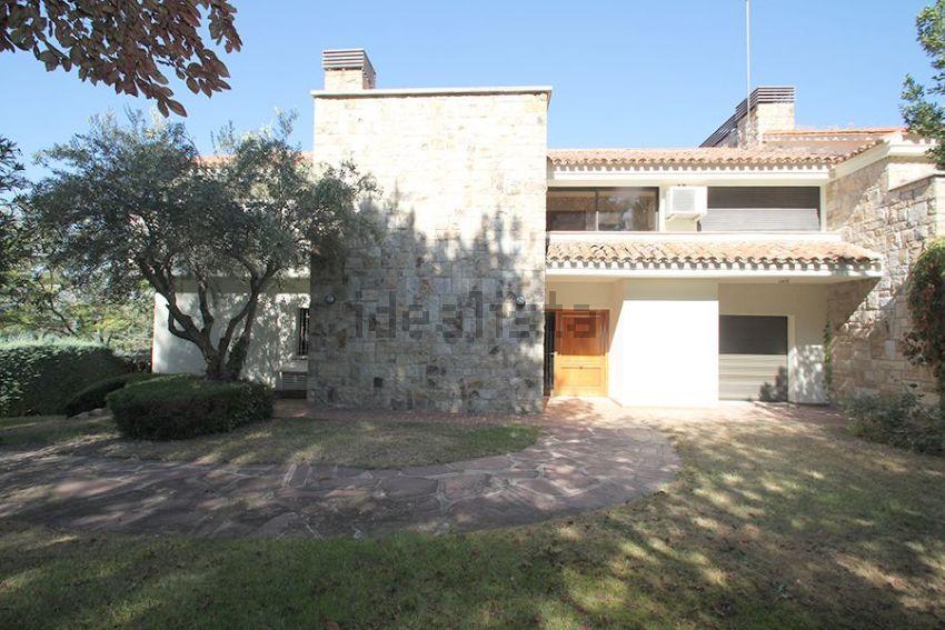 Chalet pareado en calle Pico Milano, Mirasierra, Madrid