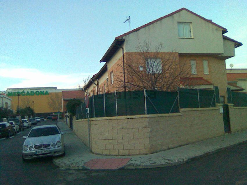 Chalet adosado en calle Greco, Cabanillas del Campo