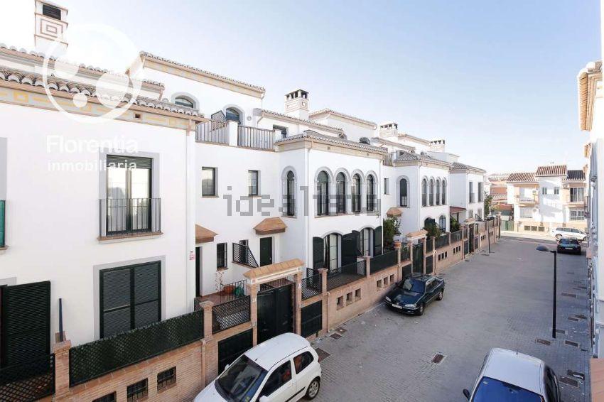 Chalet adosado en calle Euclides, San Miguel, Armilla