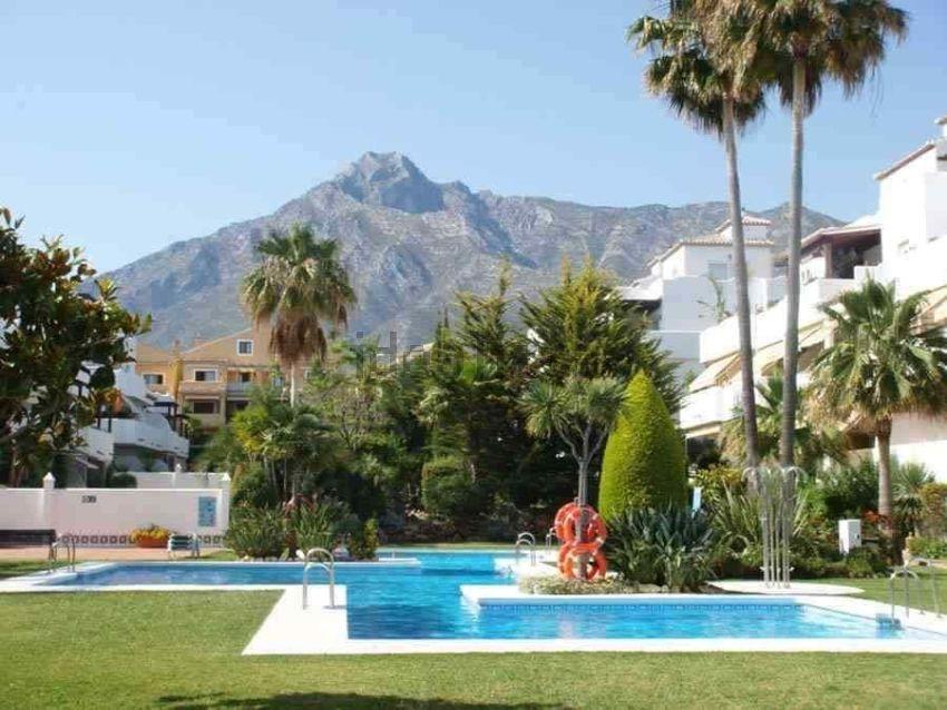 Piso en urbanización arroyo de las piedras, Nagüeles, Marbella