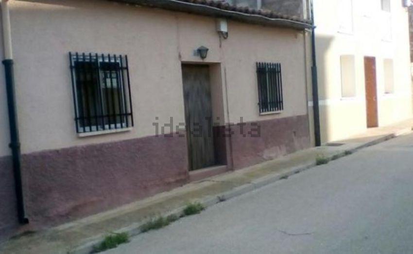 Chalet adosado en calle Ávila, 6, Almazan
