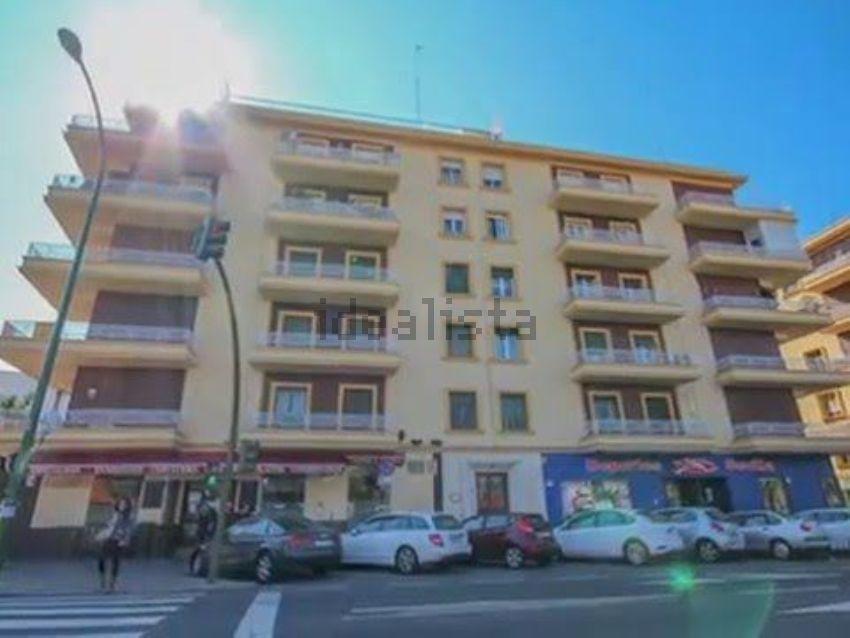 Piso en avenida Eduardo Dato, 30, Nervión, Sevilla