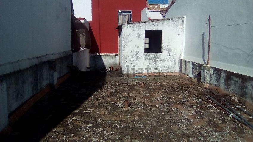 Chalet adosado en Conde de Barcelona, Barrio Alto, San Juan de Aznalfarache