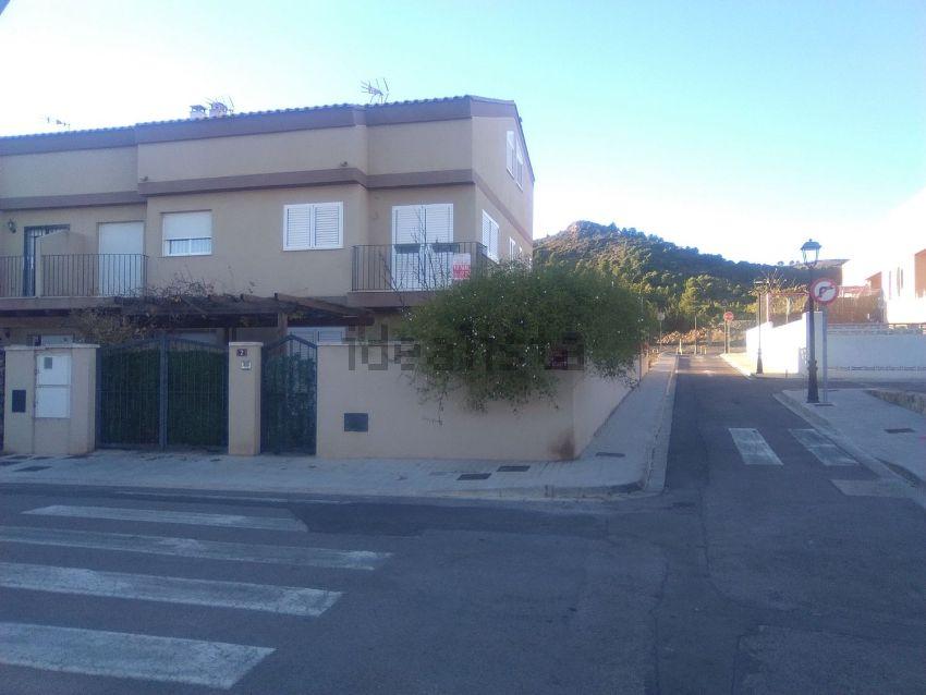 Chalet pareado en calle Font del Comte, 2, Algimia de Alfara