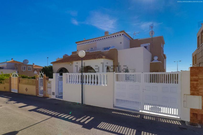Chalet adosado en calle horizonte, s n, Aguas Nuevas, Torrevieja