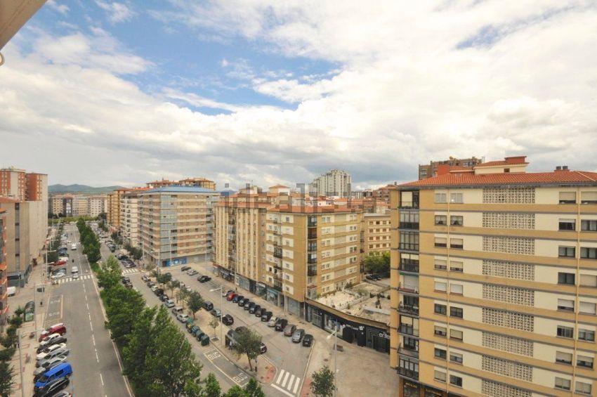 Piso en avenida de Bayona, 48, San Juan, Pamplona Iruña