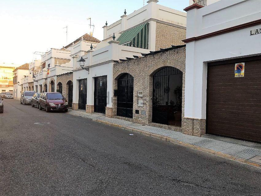Chalet adosado en calle las Rejas, Ecija