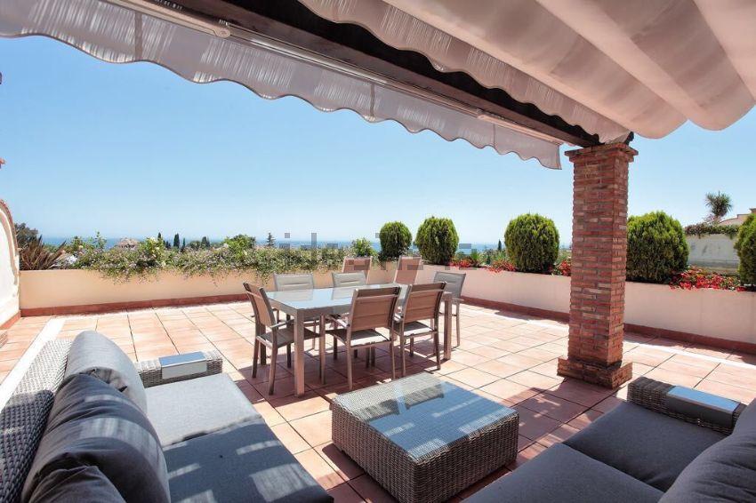 Dúplex en calle Sierra Bermeja, Lomas de Marbella Club-Puente Romano, Marbella