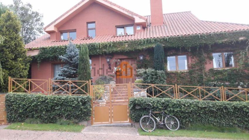 Casa o chalet independiente en urbanización el robledal a, Sariegos