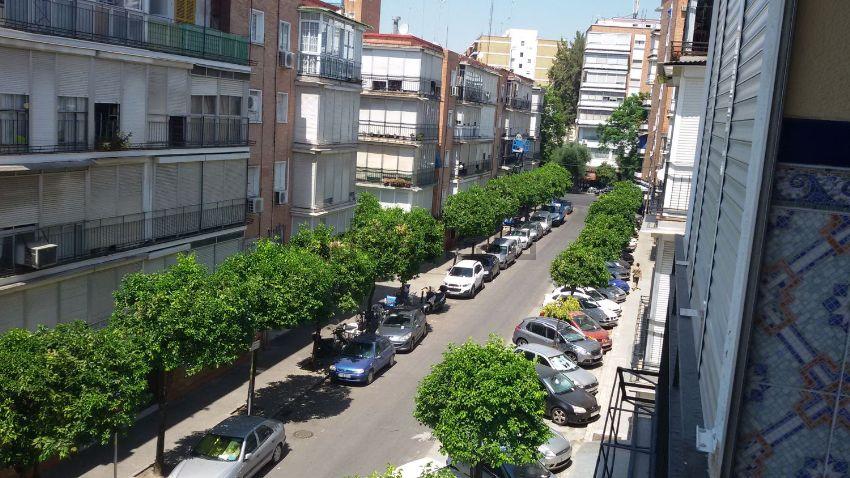 Piso en calle nalón, 9, Gran Plaza-Marqués de Pickman-Ramon y Cajal, Sevilla