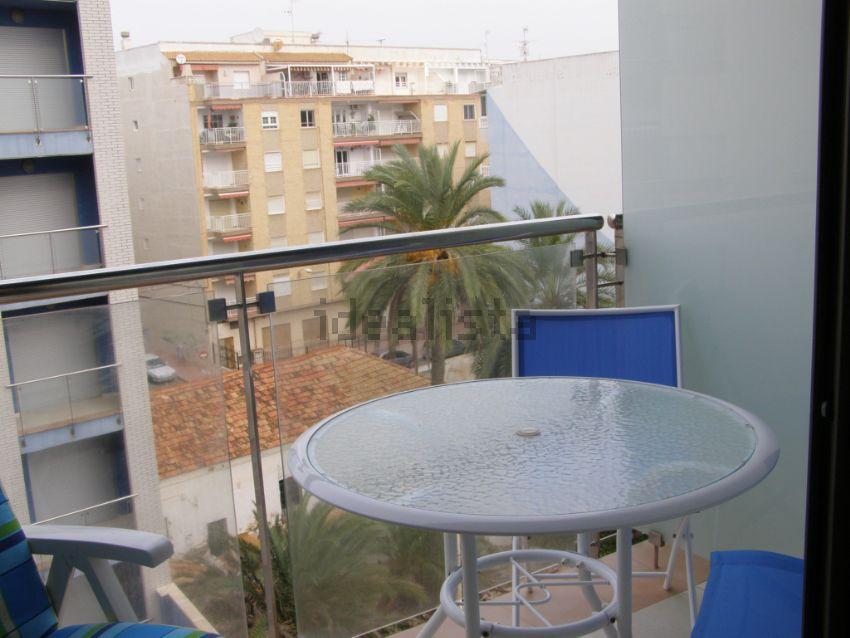 Los 30 apartamentos en la playa m s baratos idealista news - Venta de apartamentos en torrevieja baratos ...
