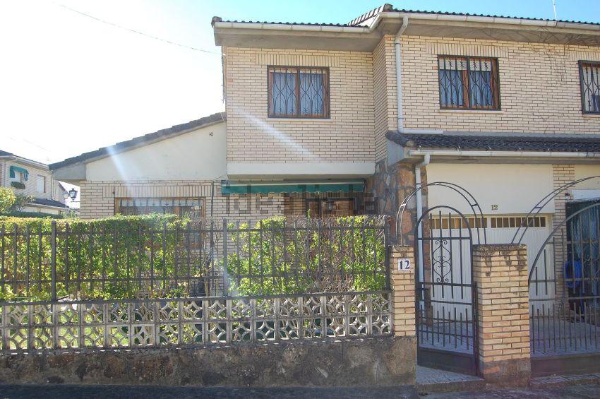 Chalet pareado en Urbanización la Yedra, La Adrada