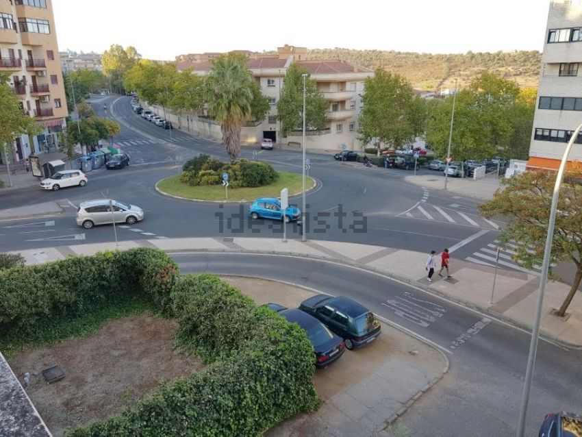 Piso en avenida rodríguez de ledesma, Oeste - Nuevo oeste, Cáceres