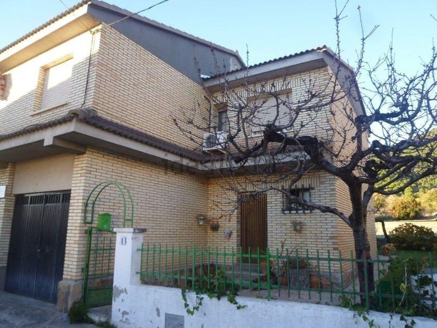 Chalet pareado en Urbanización Los Linares, La Adrada