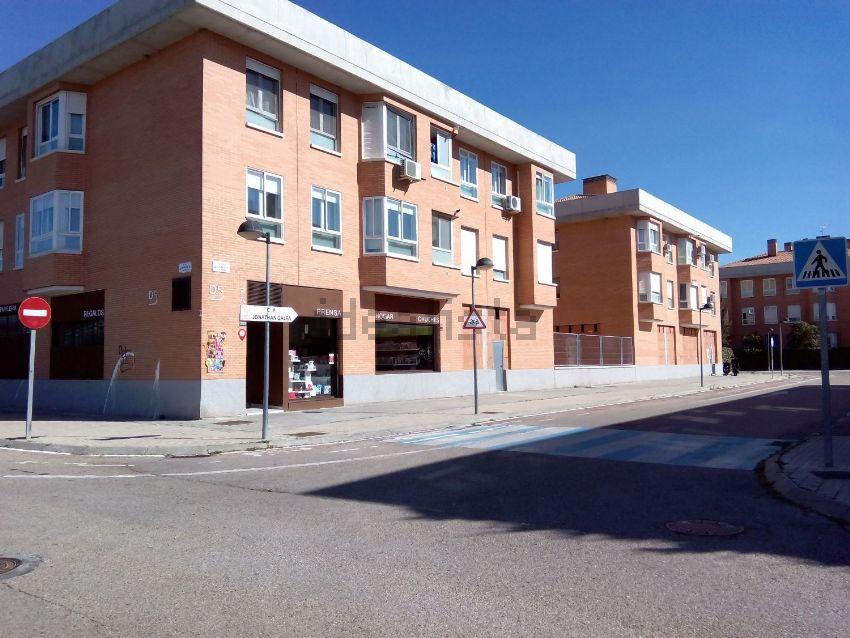 Pisos grandes con garaje y baratos idealista news for Pisos grandes en madrid