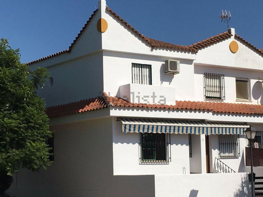 Chalet adosado en calle Manolete, 1, Valverde del Camino