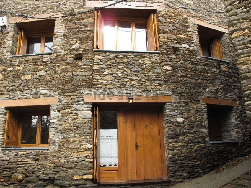 Fachadas de casas de pueblo casa adosada en carrer girona for Como reformar una casa de pueblo