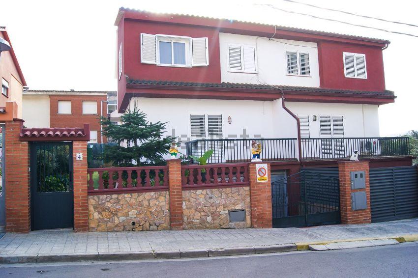Chalet pareado en calle Esteve Albert, 4, Dosrius